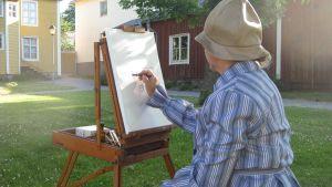Anne Ingman som föreställer Helene Schjerfbeck och sitter och målar