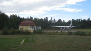 Flygplan på Hangö flygfält.
