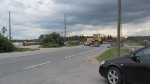 Trafikljus stannar av trafiken på Karlebyvägen