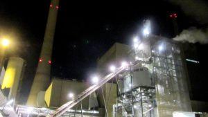 Vaskiluodon voima, med förgasningsanläggningen till höger i bild
