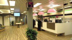 Betjäning i Aktias torgkontor i Vasa.