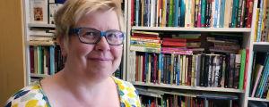 """Litteraturvetaren Mia Österlund för serien """"Inget att skratta åt"""""""