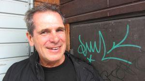 Författaren Tom Paxal