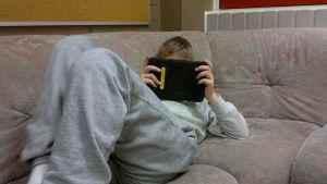 Bästa stället att använda lärplattor är i soffan
