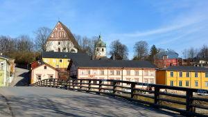 Gamla stan och Borgå domkyrka sedda från Gamla bron.