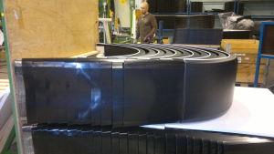 Mats Ridberg tillverkar stänkskärmar vid Parlok i Pargas.