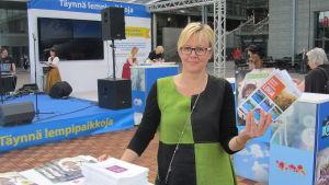 Turistchef Minna Ermala marknadsför Lojo i Helsingfors
