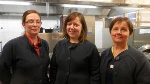 Ann-Sofie Snellman, Annette Linqvist och Kyllikki Pitkäjärvi vid Björkbacka i Jakobstad