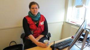 Martina Lindroos, biträdande chef för asylboendet i Johannisberg och Karijärvi i Borgå