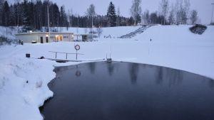 vinterbadet vid Kokon siminrättning i borgå