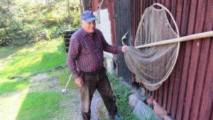 Fiskare Christian Kankfelt på Kitö i Sibbo skärgård vid en spigghåv