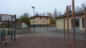 Stenhuset intill Kyrkfjärdens skola.