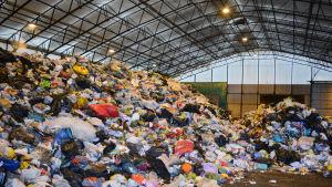 Hög av avfall