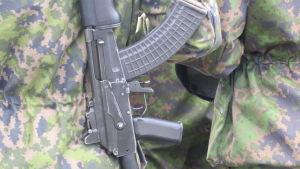 Ett vapen mot kamouflerande militärtyg.