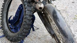 Slitet mopeddäck