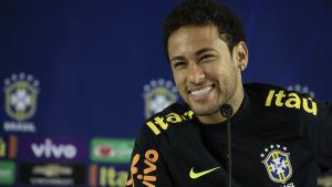 Neymar är en av världens bästa fotbollsspelare.