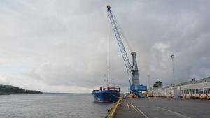 SSAB:s hamn i Lappvik stängs. Fartyget Altamar är det sista som lastas.