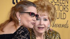 Carrie Fisher och Debbie Reynolds på en gala i Los Angeles i januari 2015.