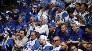 De finländska supportrarna på plats i Paris har en ny svettig kväll att se fram emot.