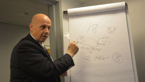 Sjukvårdsdistriktets direktör Göran Honga försöker få någon rätsida på vad regeringens reform betyder för centralsjukhusen.