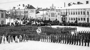 Jääkärien paraati Vaasan torilla 26.2.1918