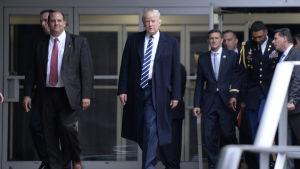 Donald Trump besöker CIA