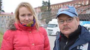 Maarit Hyvönen ja Matti Saari, taustalla Nanson tehdas, Nokia