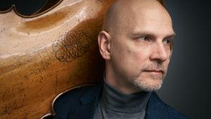 Markku Luolajan-Mikkola spelar på konsertevenemanget Lux Musicae i Sjundeå.
