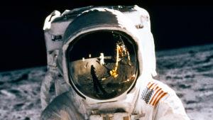 Buzz Aldrin vandrar på månen i Apollo II:s uppdrag 1969.