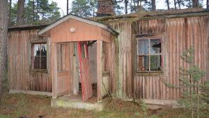 Bastubyggnad i tyska militärlägret på Tulludden i Hangö. Det fanns tre bastur på området.