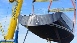 Nautor sjösatte den första 115-fotaren.