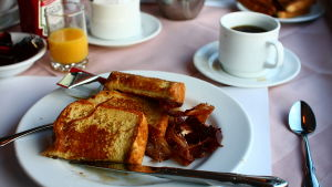 French toast aamiainen