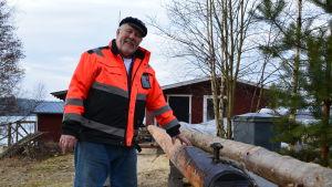 skeppare Svante Grönqvist vid ny bom