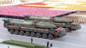 Nordkorea visade upp den Interkontinentala ballistiska missilen KN-08 under en militärparad i Pyongyang år 2015