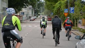 Cyklister på gata.