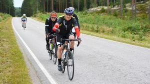 Cyklister på Tour de Östnyland.