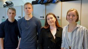Oskar Harajärvi, Benjamin Hiekkanen, Jenna Sederström och Nadine Hagman i Korsholms högstadium.