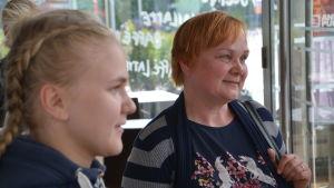 Anna-Mari och Tuija Levälampi i profil.