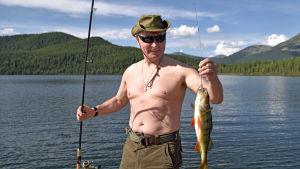 Vladimir Putin hade god fiskelycka under sin semester i delrepubliken Tuva 1-3 augusti 2017.