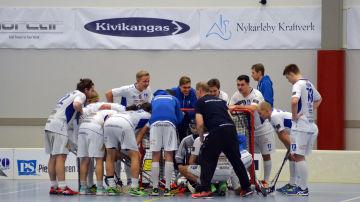 Ådalens IF:s innebandylag förbereder sig för match.