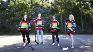 Hockeyspelare poserar.