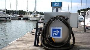 Ett sugtömningssystem i Porkala gästhamn.
