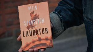 Omslag till Sandströms roman Laudatur.