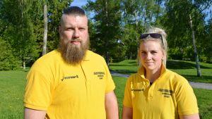 Ordningsvakterna Glenn Hannus och Jenni Ahlbäck.