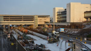 Bild över T3-sjukhusbygget och Helsingforsvägen i Åbo.