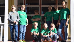 Lågstadieelever på matlagningsskola i Degerby, Furuborg.