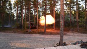 Pansarvagn i pjäsen Okänd soldat i Harparskog.