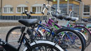 Cyklar vid Lyceiparkens skola i Borgå.