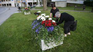 Betongklossar prydda med blommor har placerats ut inför Putins besök i Nyslott.