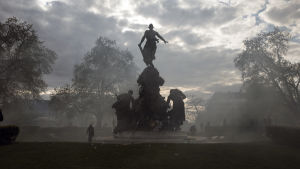 Tårgas fyllde Place de la Nation, ett torg i östra Paris där demonstranter drabbade samman med polis